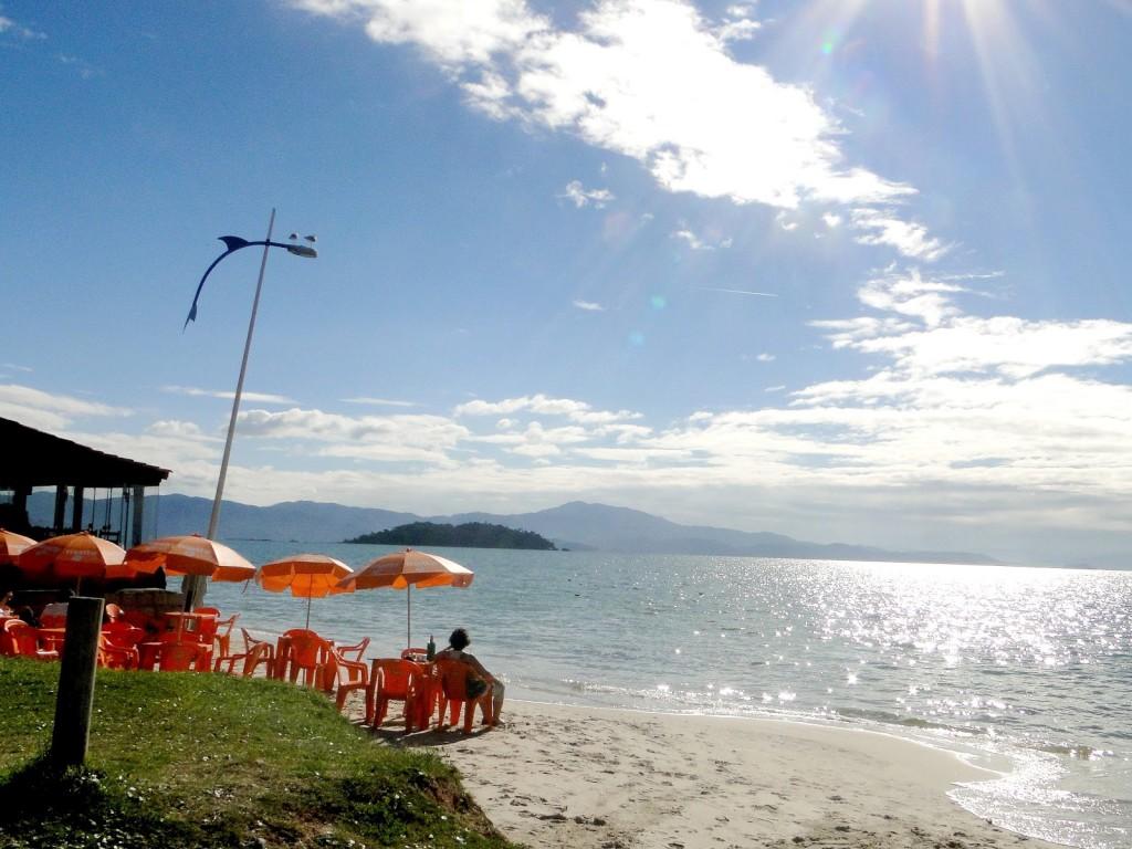 praia-canasvieiras-florianopolis-por-ideias-no-salto
