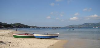 Praia de Zimbros - Bombinhas - por pousadaganesh-com-br