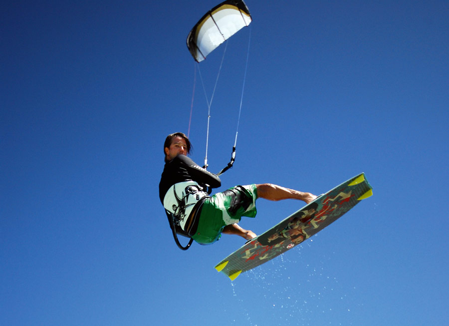 esportes aquaticos kitesurf