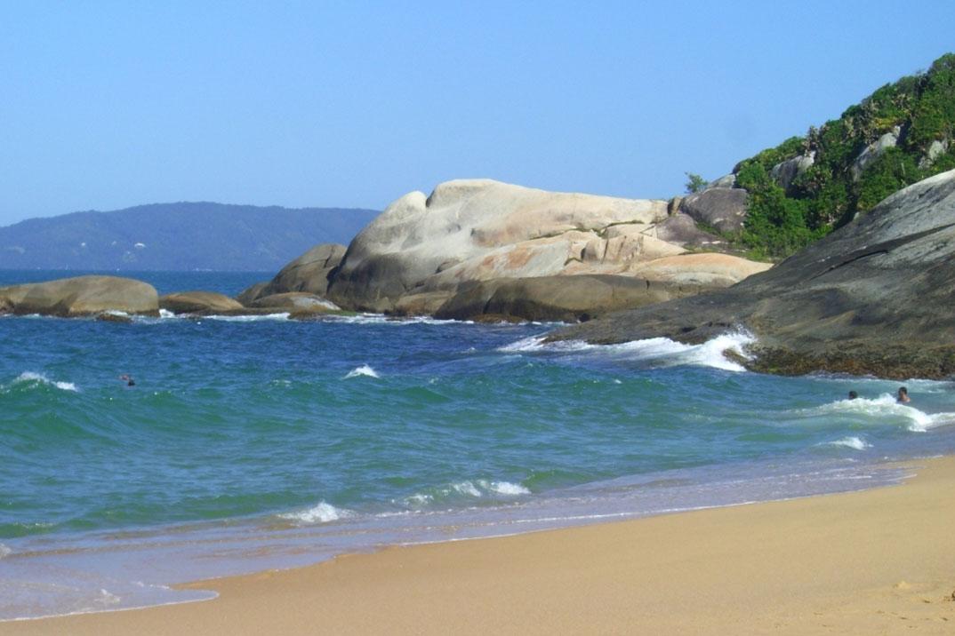 Praia do Estaleirinho - Balneário Camburiú – SC - por Gustavo-Sana