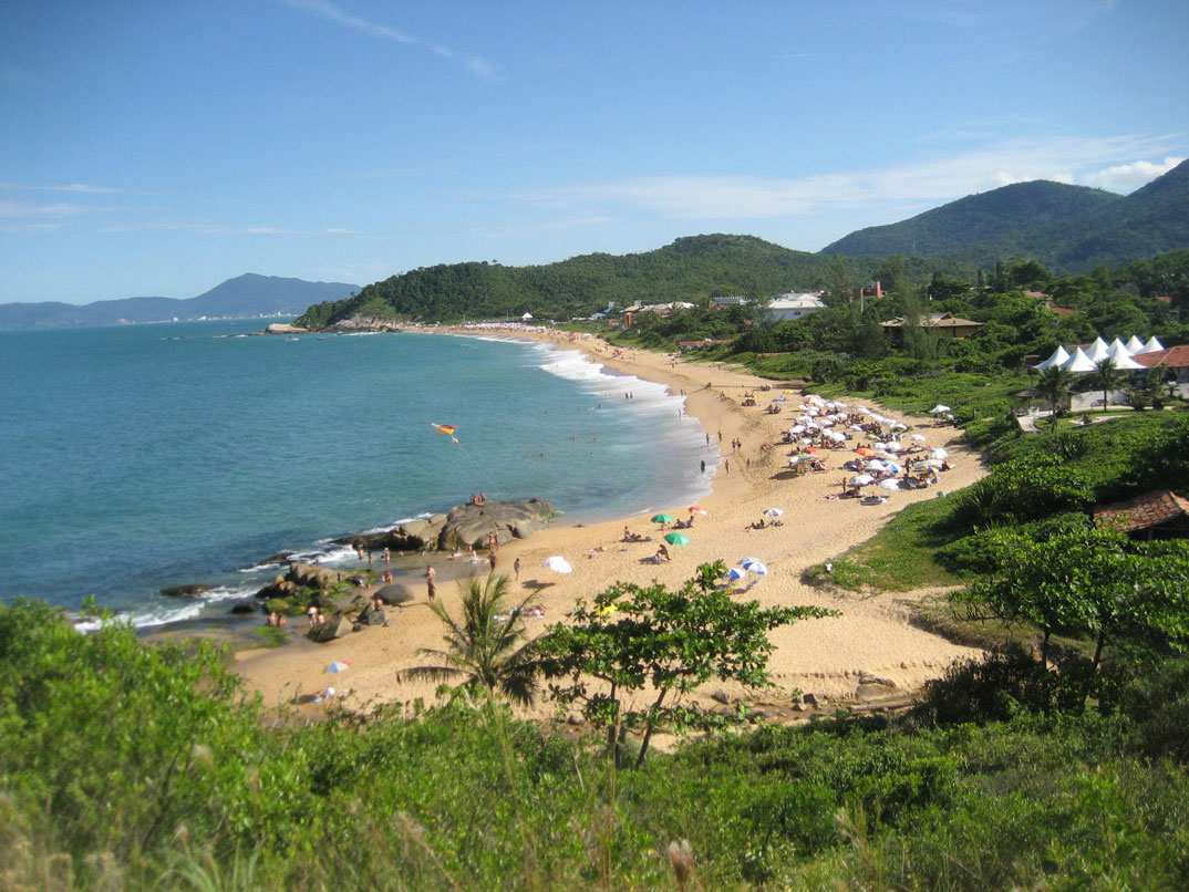 Praia do Estaleirinho - Balneário Camburiú – SC - por Roberto-Halluli