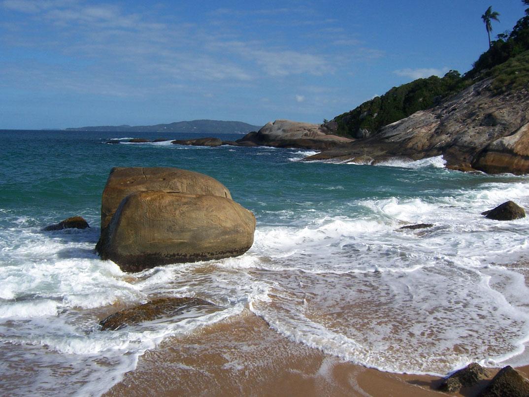 Praia do Estaleirinho - Balneário Camburiú – SC - por chalobass