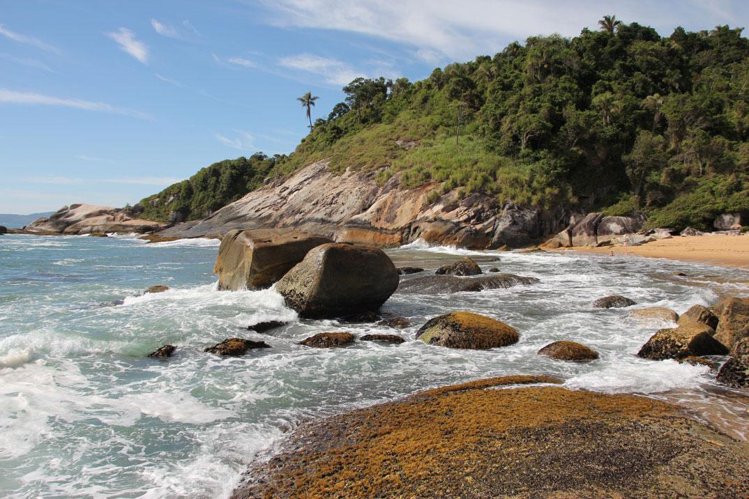 Praia do Estaleirinho - Balneário Camburiú – SC - por ildemarkanitz