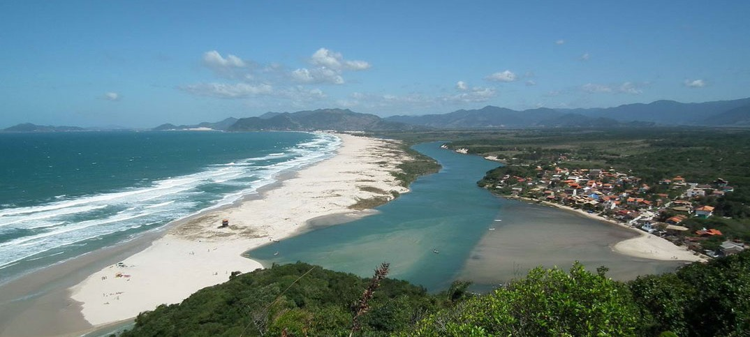 Praias da Guarda do Embaú - SC - por Harley-Hennich