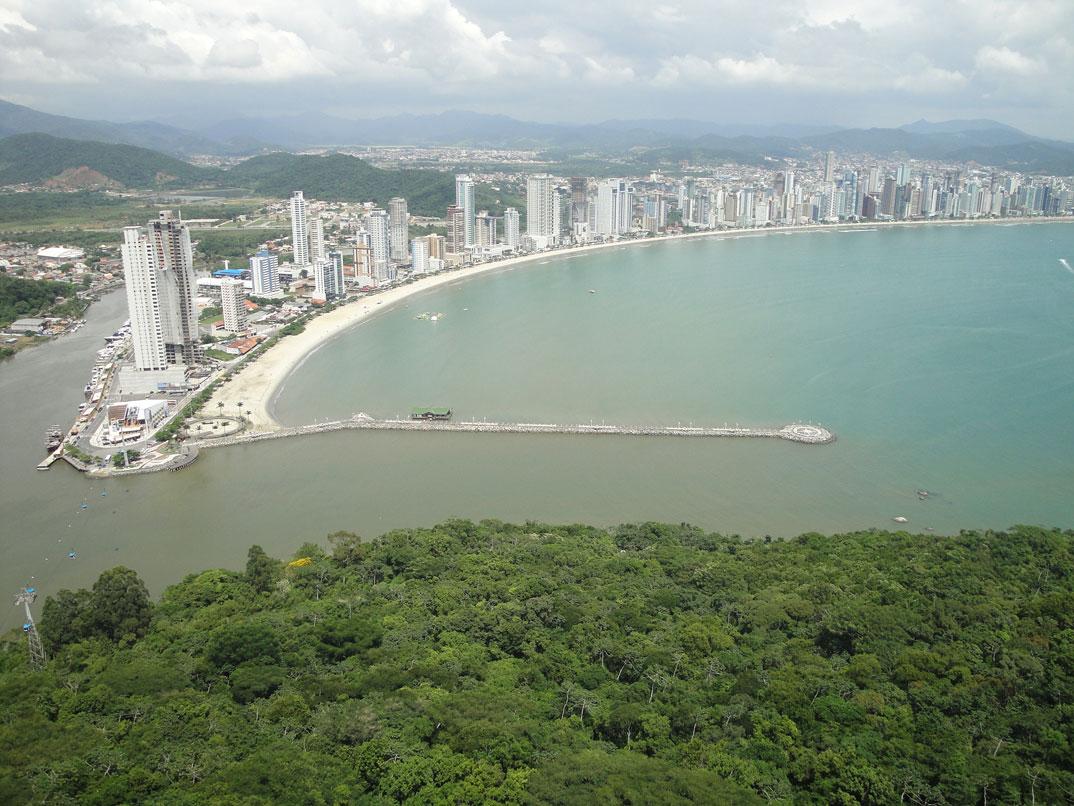Praias de Balneário Camburiu – SC - por Ana-guara