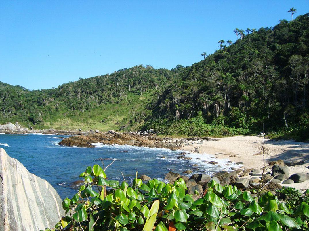 Praias de Bombinhas - por Larissa-Cadorin