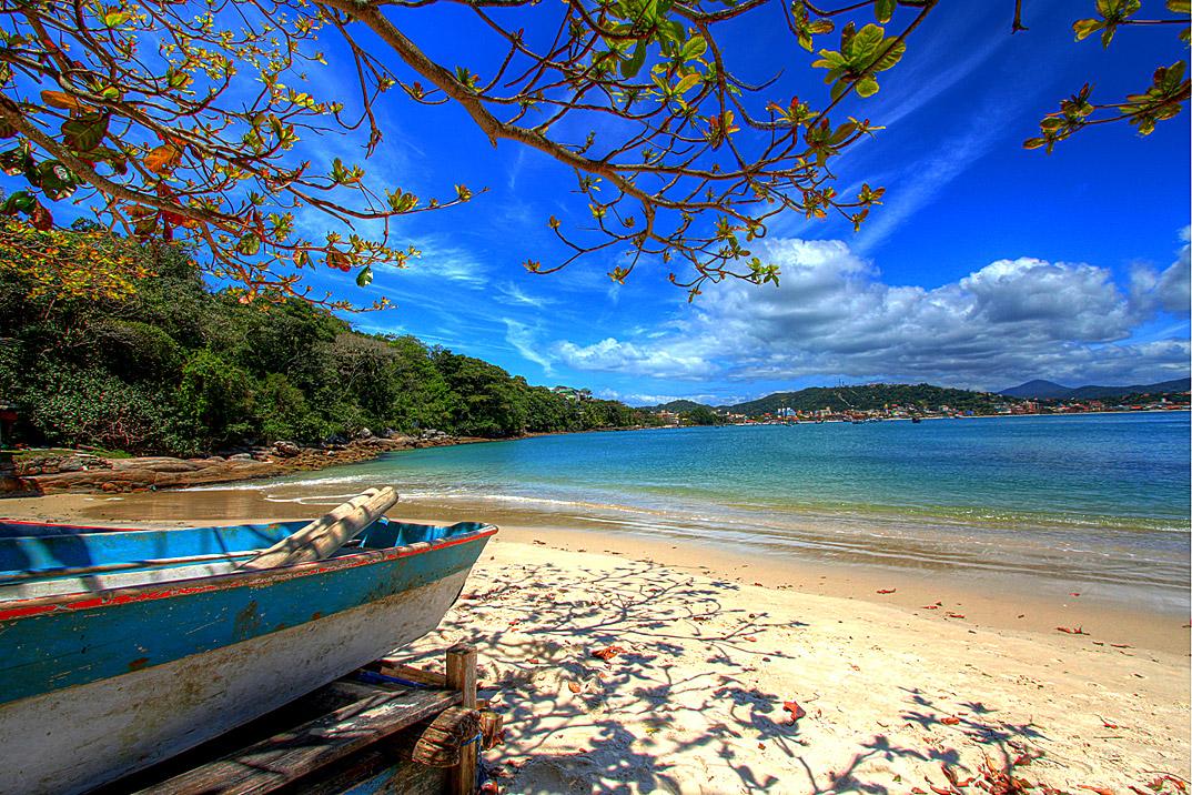 Praia de Bombinhas - Bombinhas - por pousadaganesh-com-br