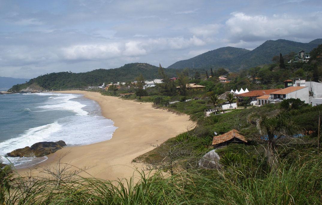 Praia do Estaleirinho - Balneário Camburiú – SC - por Eber-Beck